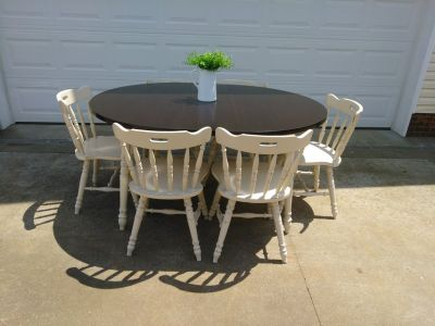 Darling Table w 6 Chairs
