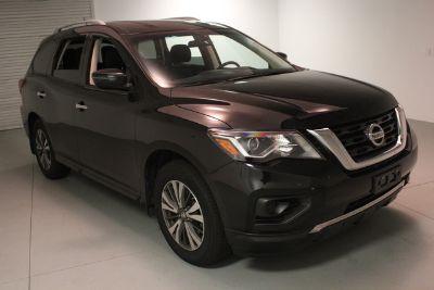 2017 Nissan Pathfinder (Magnetic Black Metallic)