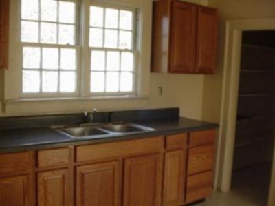 $895, 2br, Florida Room Off Back Of House-pets Negotiable