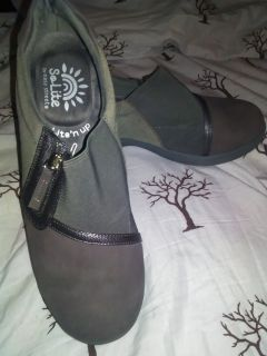Women's comfy work shoes