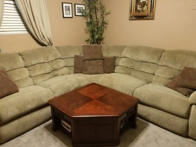 Sectional with lift table