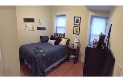 2 Bedroom / 1 Bath apartment in great North Center location! SS Appl, In-Unit washer/dryer, Large Ro