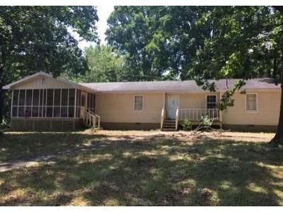 4 Bed 2 Bath Foreclosure Property in Bowersville, GA 30516 - Scheafer St