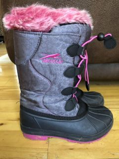 Snow boots size 1