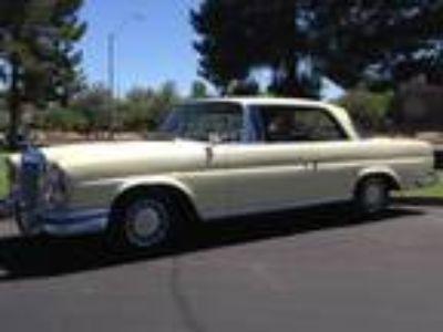 1963 Mercedes-Benz 220 SEb Coupe