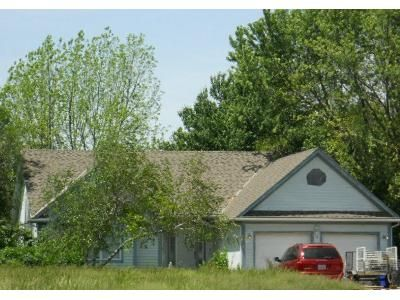 3 Bed 3 Bath Foreclosure Property in Olathe, KS 66061 - S Lakeshore Dr