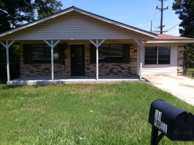 3 Bed -1 1/2 Bath for rent, Pets Welcomed