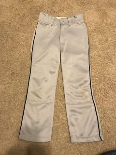 Youth medium Mizuno baseball pants. Gray with navy blue piping. A little dislocolored at knee but otherwise like new condition.