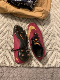 NIKE SOCCER CLEATS SIZE 8.5