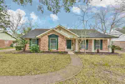 230 Driftwood Drive Seabrook Four BR, This rare one story sits