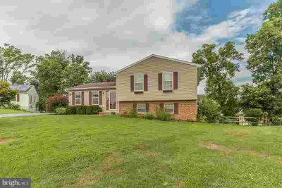 16900 Hastings Dr Williamsport, Lovely Three BR