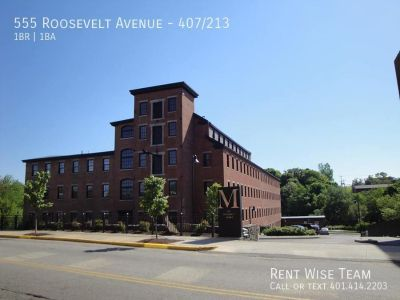 Luxury Loft Style Townhouse Mill, 2-Bed/2-Bath & Den, Hardwood Floors, Kitchen Island