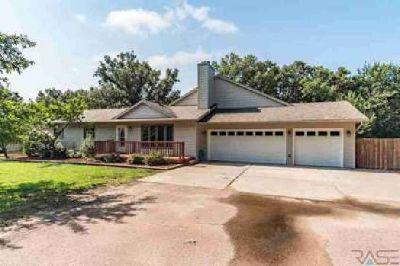 34 N Oak Pl Sioux Falls, Five BR, Four BA Ranch home in