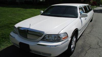 2008 Lincoln Town Car Executive (Vibrant White)