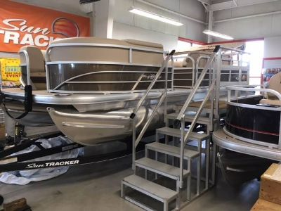 2019 Sun Tracker Party Barge 22 DLX Pontoons Boats Appleton, WI