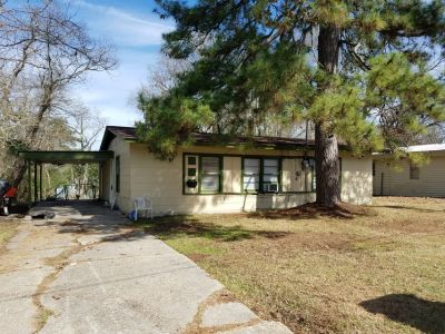 For Rent: 1206 Pinecrest