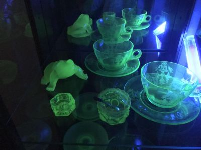 Vaseline/uranium glass collection-frog not included