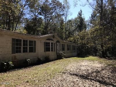 4 Bed 2 Bath Foreclosure Property in Saucier, MS 39574 - Hancock Dr