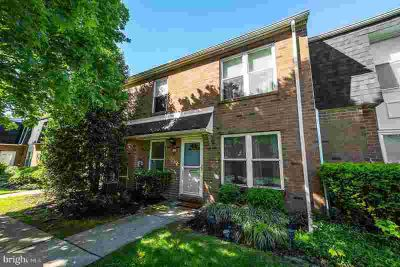 1122 Harbour Dr PALMYRA Two BR, Your townhouse by the river is