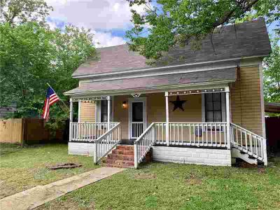 816 Water Street WAXAHACHIE Three BR, Charming home within