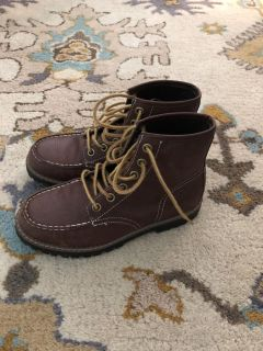 Lands End boots. So cute! Perfect for Fall/Winter pictures. Like New $15