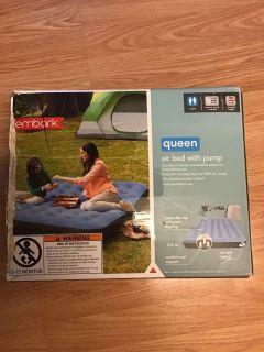 Queen air mattress with pump and bag