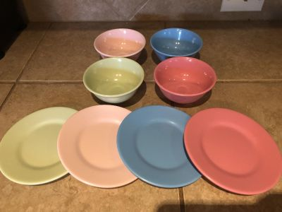 POTTERY BARN KIDS 8 Piece Set of Colorful Kid-Friendly Melamine Dishes