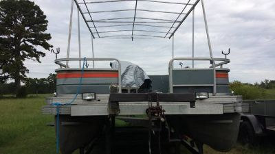 20 Bass Tracker Pontoon Boat