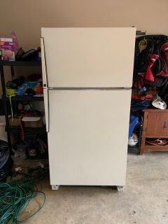 Free working refrigerator for immediate pick up in Germantown