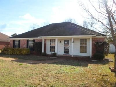 3 Bed 2 Bath Foreclosure Property in Byram, MS 39272 - Branch Creek Dr