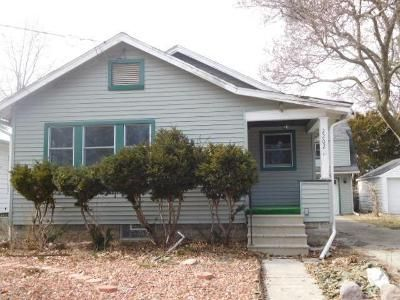 2 Bed 1 Bath Foreclosure Property in Lansing, MI 48910 - Sunnyside Ave