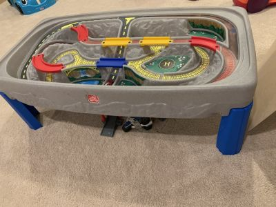 Step 2 Deluxe Caynon Road Train and Track Table