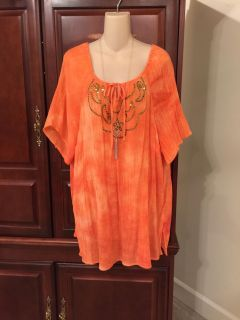 15.00 2X (22/24w) gorgeous long Maggie Barnes coral with brassy gold detail on front. Perfect with leggings. Add a cardigan on cool days. Pr