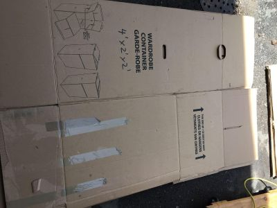 2 Moving boxes - Large wardrobe - Excellent condition