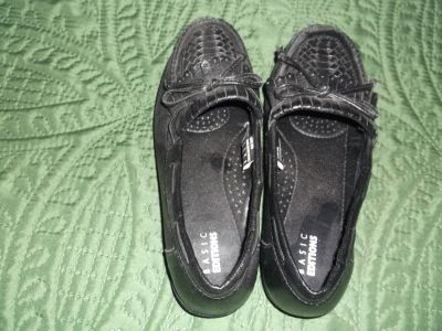 BASIC EDITIONS BLACK SLIPPER 6W WITH RIDGED TOE