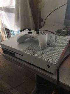 XBOX ONE S 2TB w/ Controller and Charger