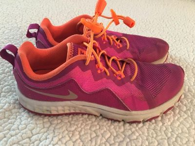 Girls Nike sneakers with lock laces GUC size 4