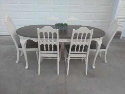 Gorgeous Oval Table w/ 6 Chairs