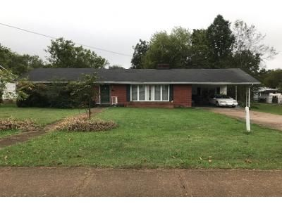 2.5 Bath Preforeclosure Property in Hohenwald, TN 38462 - S Walnut St