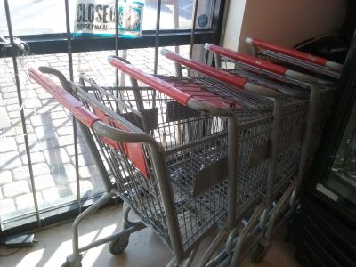 GROCERY PUSH CARTS
