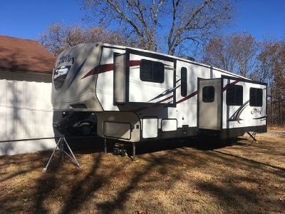By Owner! 2015 34 ft. Crossroads Hill Country w/3 slides