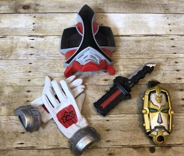 Power Rangers mask and accessories. Gloves makes sounds, gold face thing talks amd makes sound. Sword makes sound and lights up but needs