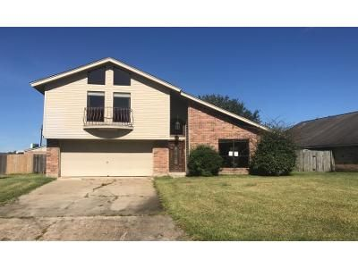 3 Bed 2.5 Bath Foreclosure Property in Orange, TX 77630 - Thunderbird Dr