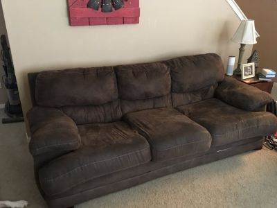 Brown loveseat/couch set
