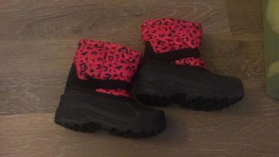 Toddler size 9 winter boots like new condition