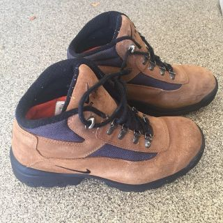 Men s Nike Boots-Size 9