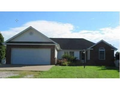 3 Bed 2 Bath Foreclosure Property in Mapleton, IL 61547 - W Lake Camelot Dr