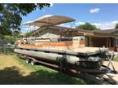 1984 Tracker Marine-Sun-Tracker-Party-Barge-28 Power Boat in Bedford, TX