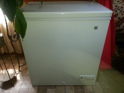 EXCELLENT CONDITION GE FREEZER