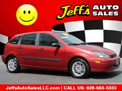 2003 Ford Focus ZX5 (Red)